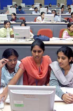 """IT-Schulung in Bangalore: """"Die Ausbildung ist stark mathematisch orientiert"""""""