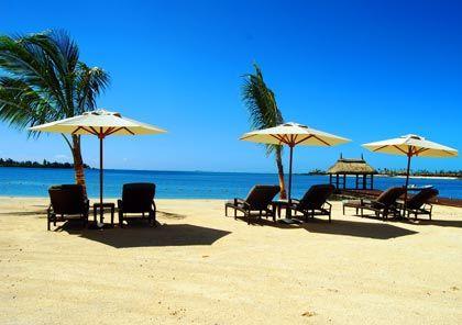 Entspannen am Strand: Privatresidenzen sind meist an ein Fünf-Sterne-Hotel angebunden