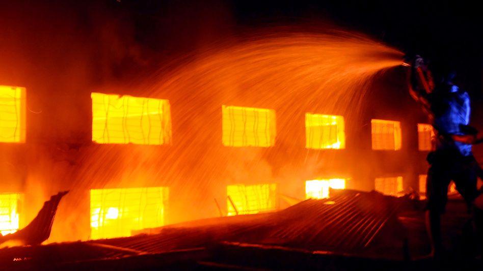Brennende Textilfirma: Das Unternehmen hat Kleidung für viele westliche Firmen hergestellt, darunter auch für C&A