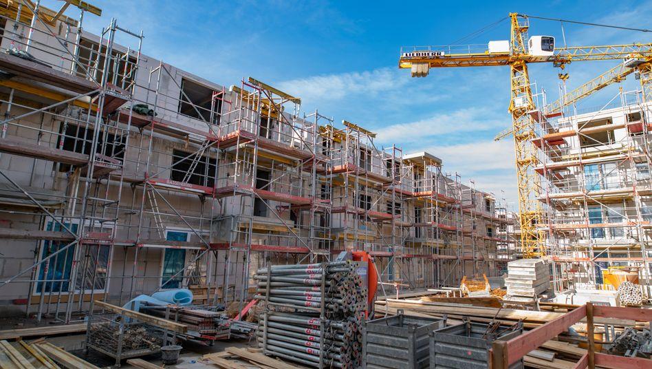 Neubau in Hamburg: Am Immobilienmarkt wird es laut Verband IVD weiter aufwärts gehen.
