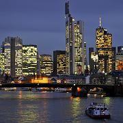Bankhochhäuser in Frankfurt am Main: Der demografische Wandel erfordert Änderungen des Geschäftsmodells