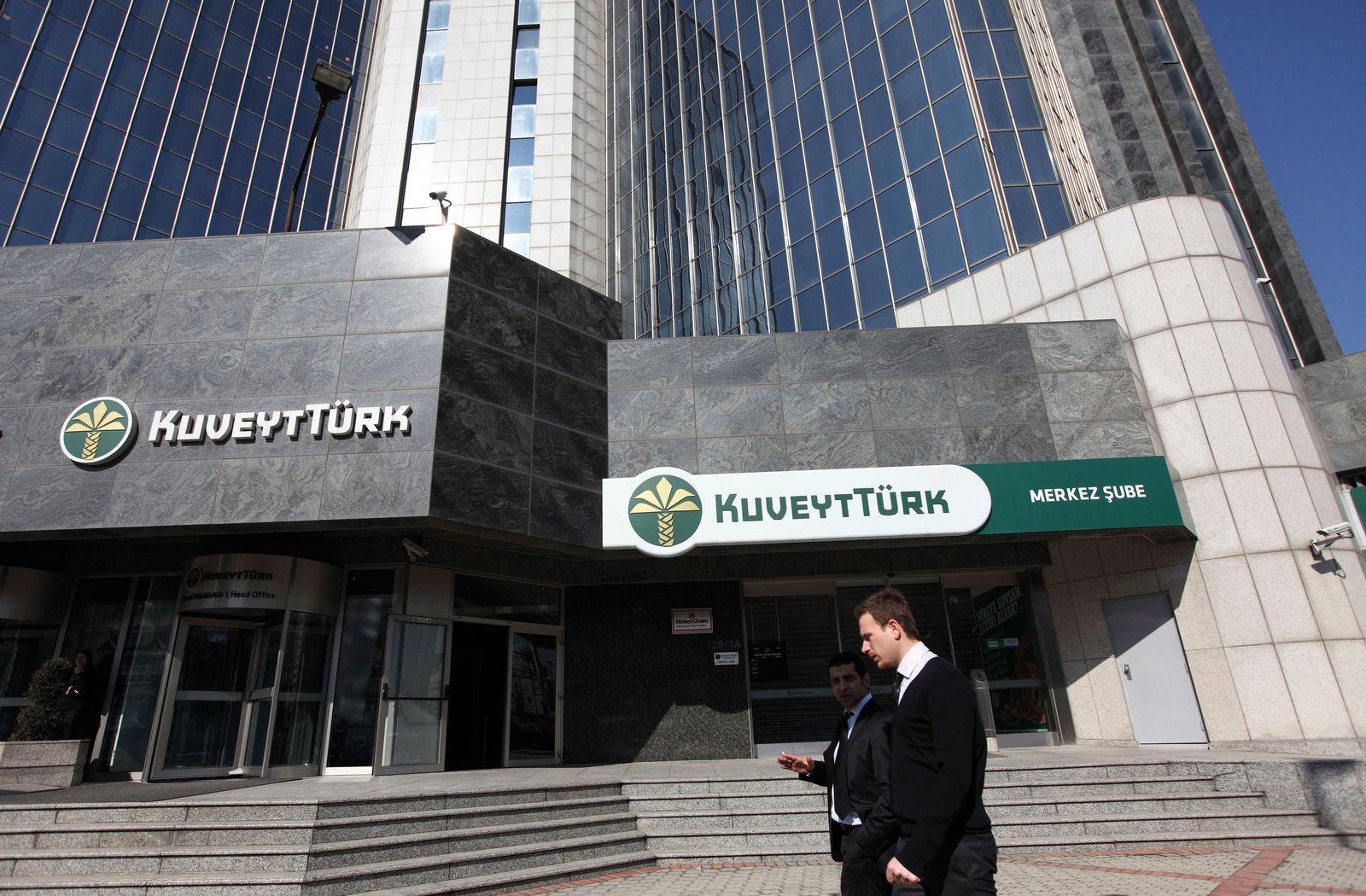 Türkei / Passanten / Kuveyt Türk