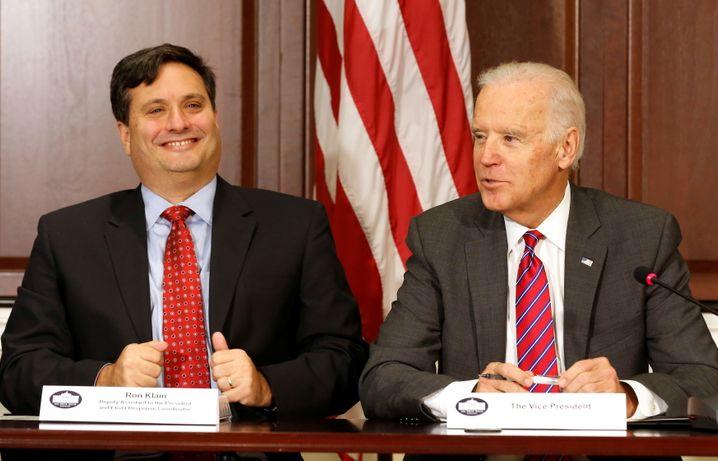 Auf Mission gegen Ebola: Ron Klain (l.) im Jahr 2014 im Weißen Haus mit Joe Biden, damals noch US-Vizepräsident in der Obama-Regierung
