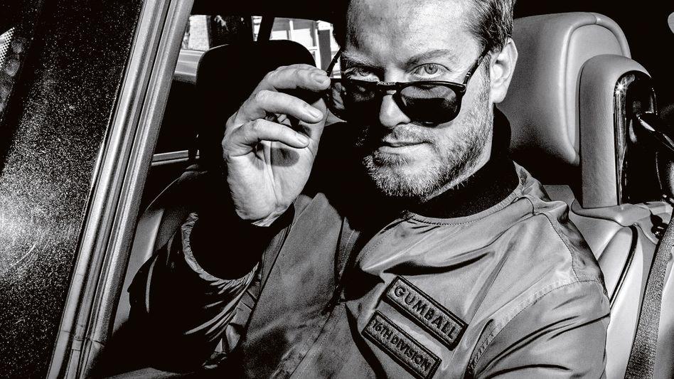 """Maximillion Cooper, Rallye-Impressario. Das Foto stammt aus dem Buch """"Gumball 3000 - 20 Years on the Road"""", erschienen bei teNeues, 300 Euro in der limitierten Edition (3000 Exemplare), aber auch in günstigeren Versionen erhältlich (www.teneues.com)."""