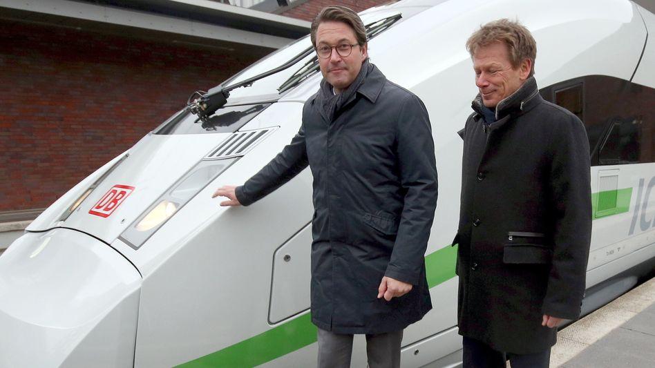 Bahn soll grüner werden: Bundesverkehrsminister Andreas Scheuer (l.) Bahn-Chef Richard Lutz vor einem ICE 4