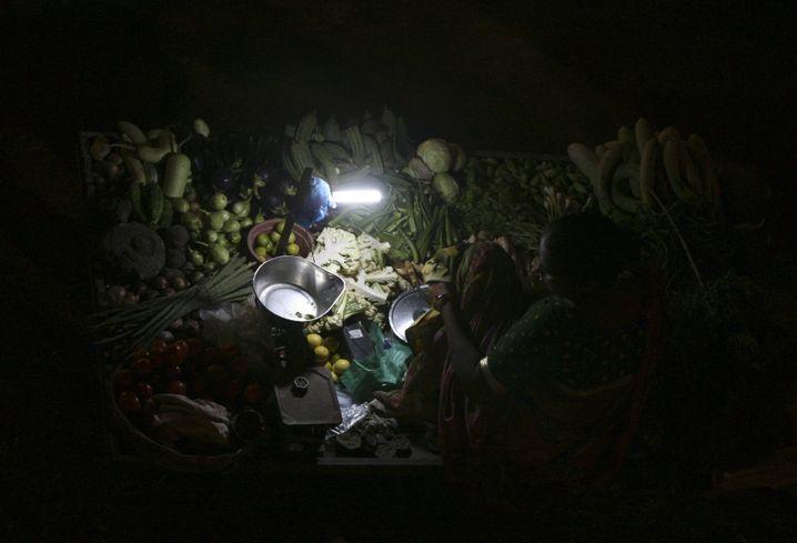 Solarlampen erobern Indien: Doch inzwischen schreitet die Versorgung des Landes mit erneuerbaren Energien auch im größeren Stil voran