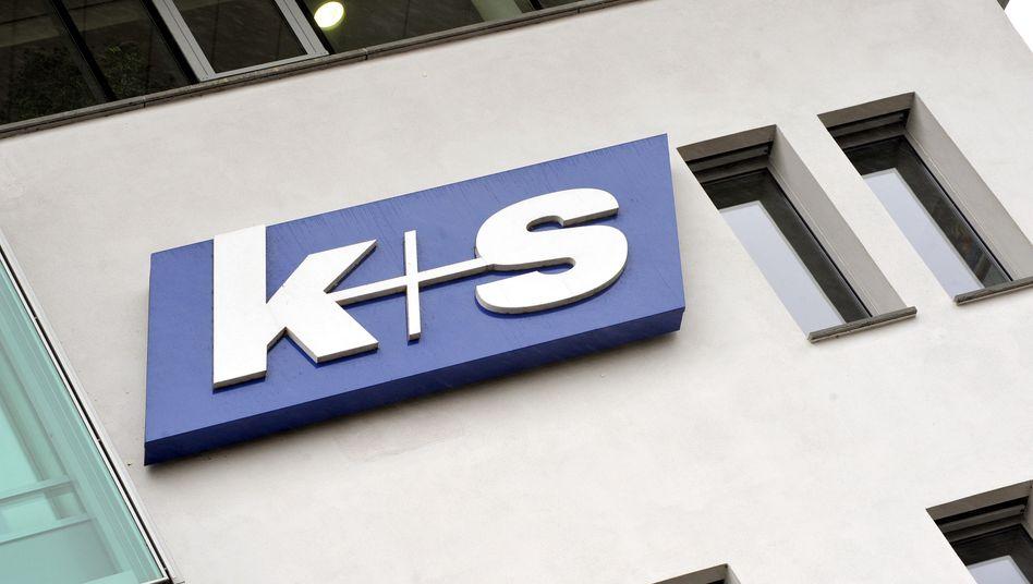 Firmenschild von K+S in Kassel: Der MDax-Konzern will Geschäftsteile loswerden.