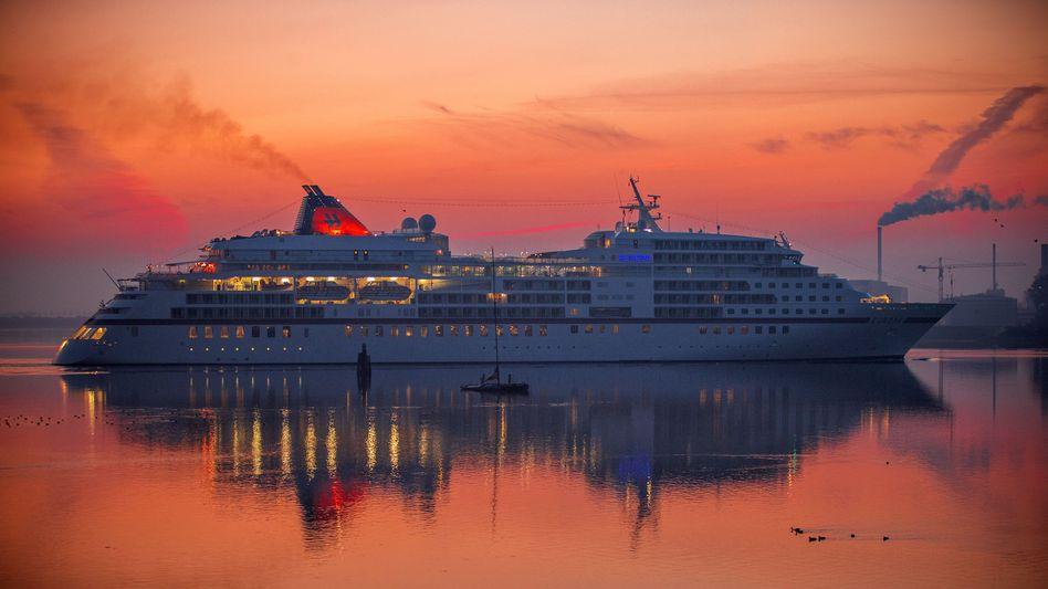 Kreuzfahrtschiff in Wismar: Die Tourismusbranche ist besonders betroffen von der Corona-Krise - ein weiterer Lockdown wäre für die Unternehmen wohl eine Katastrophe.