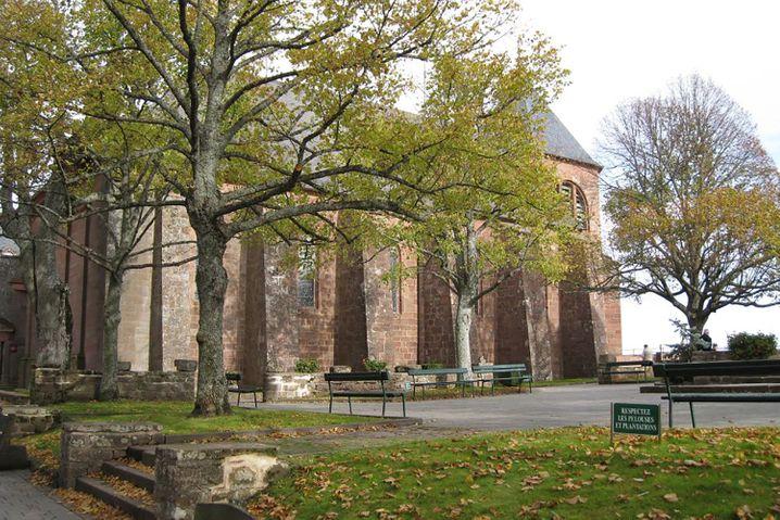 Über dem Wallfahrtsort Odilienberg im Elsass liegt ein Kloster, in dem Gäste auch ihren Urlaub verbringen können - samt Beichten, Beten und Radausflügen.