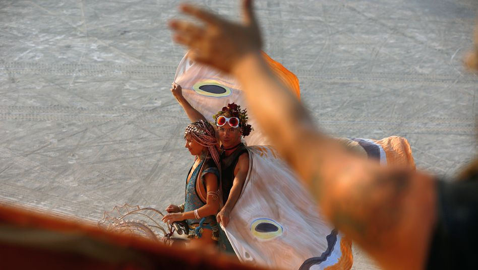 Parallelwelt: Ein Burning-Man-Festival lang ein Schmetterling sein? Substanzen können dabei helfen.