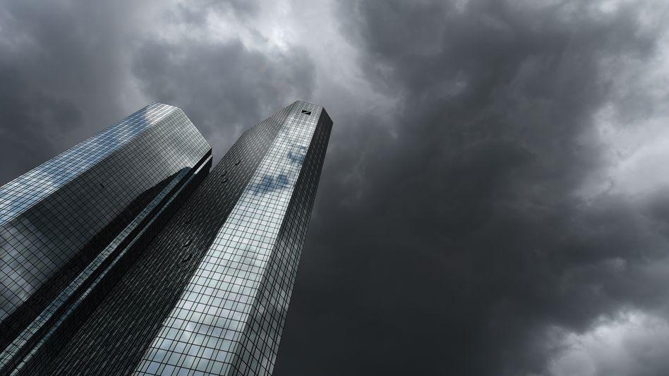 """""""You'll never walk alone"""": Im Notfall wird die Deutsche Bank auf die Hilfe des Staates zählen können. Entsprechende Pläne seien bereits in Arbeit, berichtet die Wochenzeitung """"Die Zeit"""""""