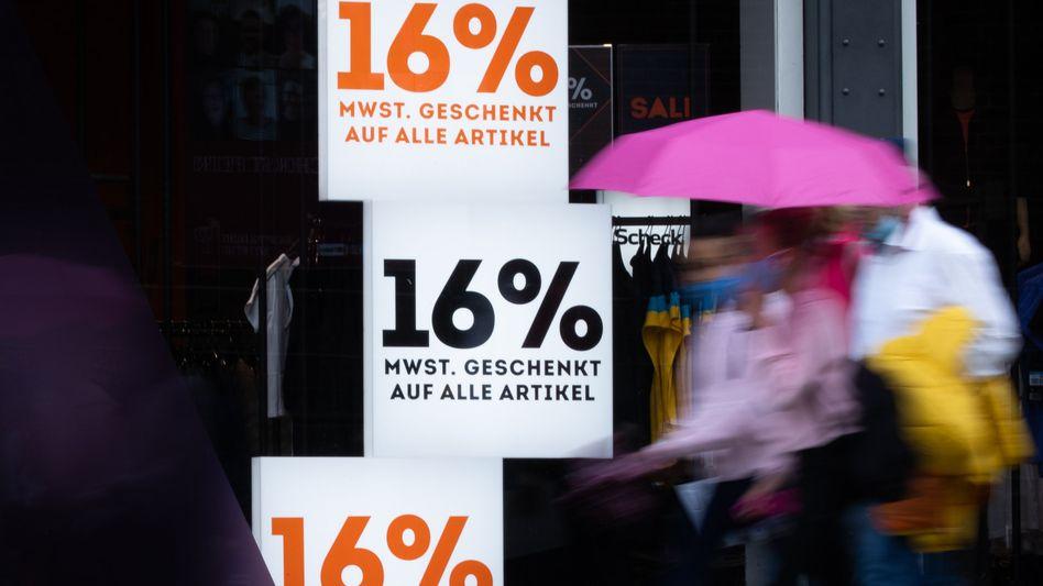 Werbeträger Mehrwertsteuer: Nach der ersten Corona-Welle erdachten sich Händler im Sommer vergangenen Jahres alle möglichen Werbeaktionen, um nach dem coronabedingten Lockdown wieder mehr Geld in die Kasse zu bekommen