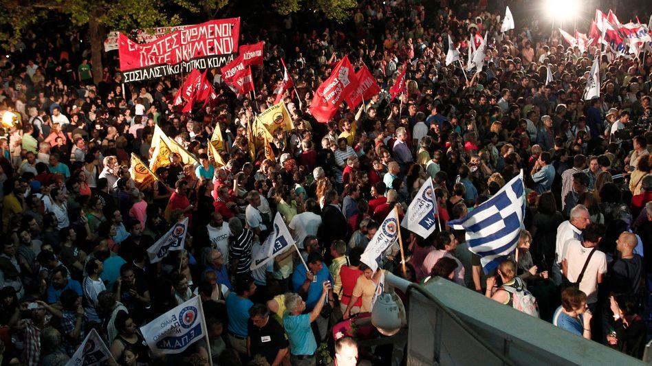 Massenproteste in Athen: Die Empörung über die Schließung des Staatsfernsehens ist groß