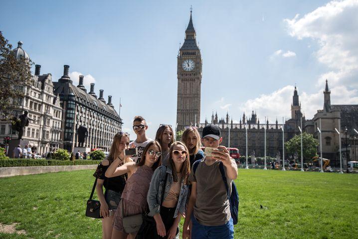 Selfie vor Big Ben: Reiseveranstalter betrachten den Brexit allerdings mit Sorge