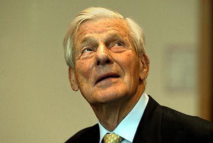 Vor Gericht: Der ehemalige Schatzmeister Walther Leisler Kiep im Februar 2004 im Augsburger Landgericht