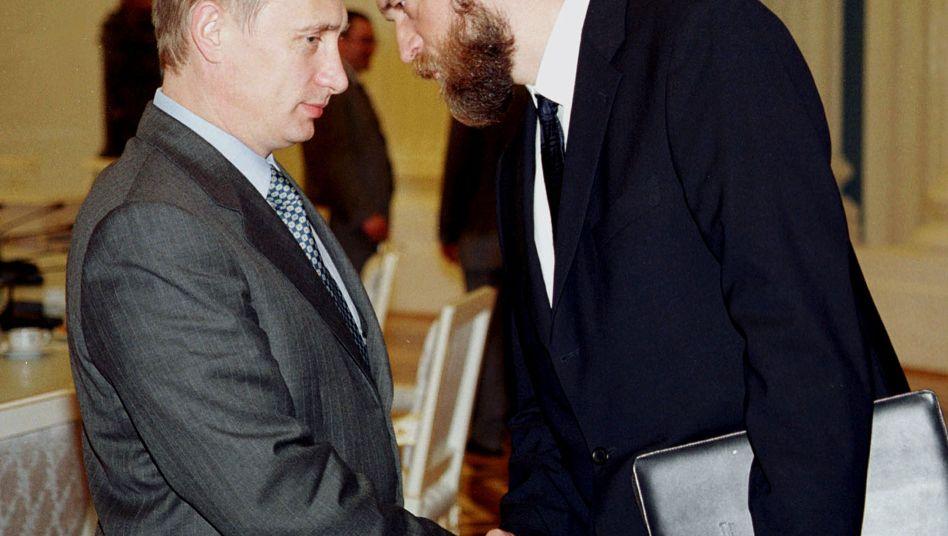 Einst Vertraute, heute erbitterte Gegner: Russlands Präsident Wladimir Putin und der einstige Banker Sergej Pugatschew (Archivaufnahme aus dem Jahr 2000)
