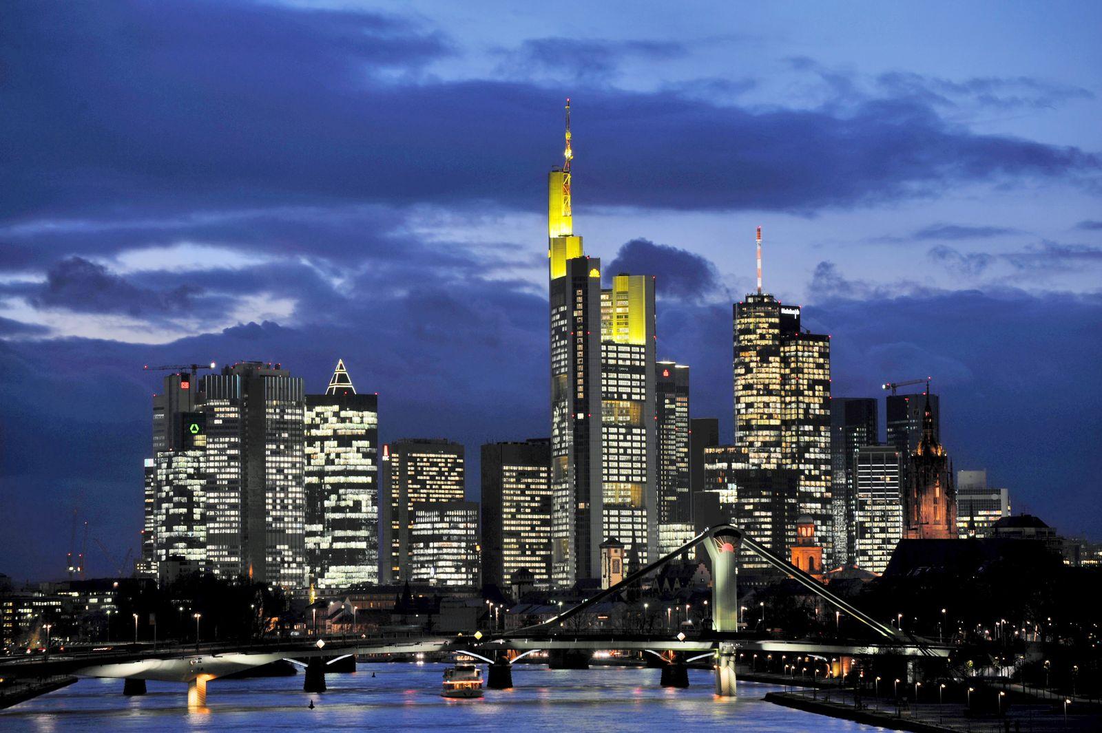 Brüderle / Banken / Frankfurt Bankenviertel / Skyline