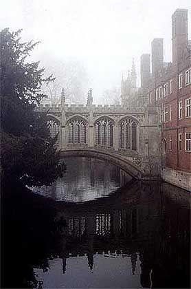 """Dem venezianischen Vorbild nachempfunden: Die Seufzerbrücke von St. John""""s College - Auch die Geheimgesellschaften orientieren sich an antiken und mittelalterlichen Vorbildern"""