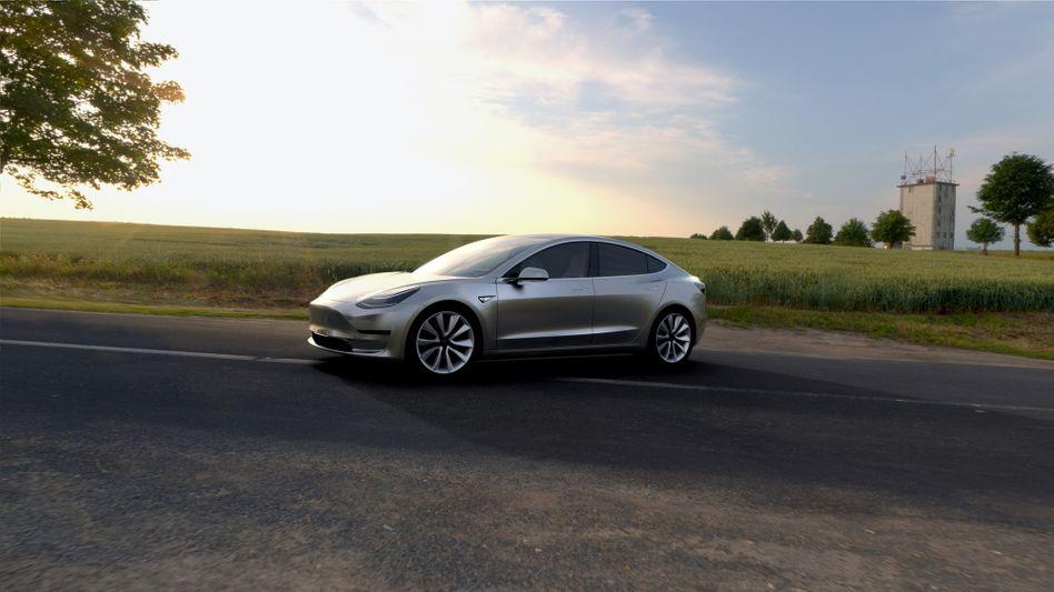 """Tesla Model 3: Die Serienfertigung soll im September starten. Der Autobauer prüft eine Kapitalerhöhung: """"Man muss die Enten füttern, so lange sie quaken"""""""
