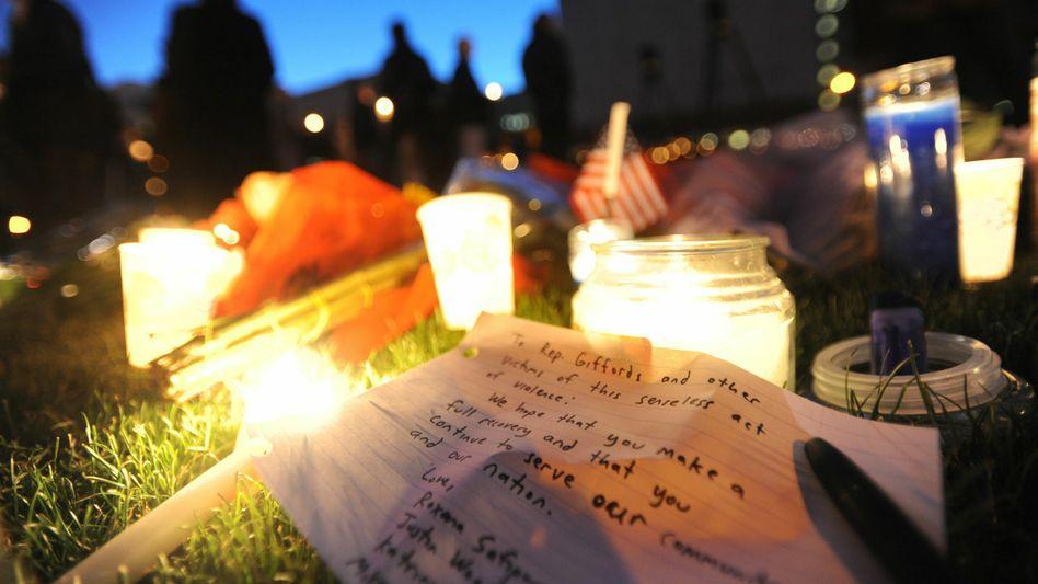 Zeichen der Trauer: In Arizona hat sich die aufgeheizte politische Stimmung in einem Mordanschlag entladen