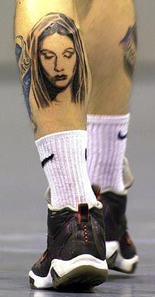 Mode am Mann statt auf der Socke: Handballspieler Stefan Kretzschmar mit Tätowierung, die Ex-Freundin Franziska van Almsick zeigt.