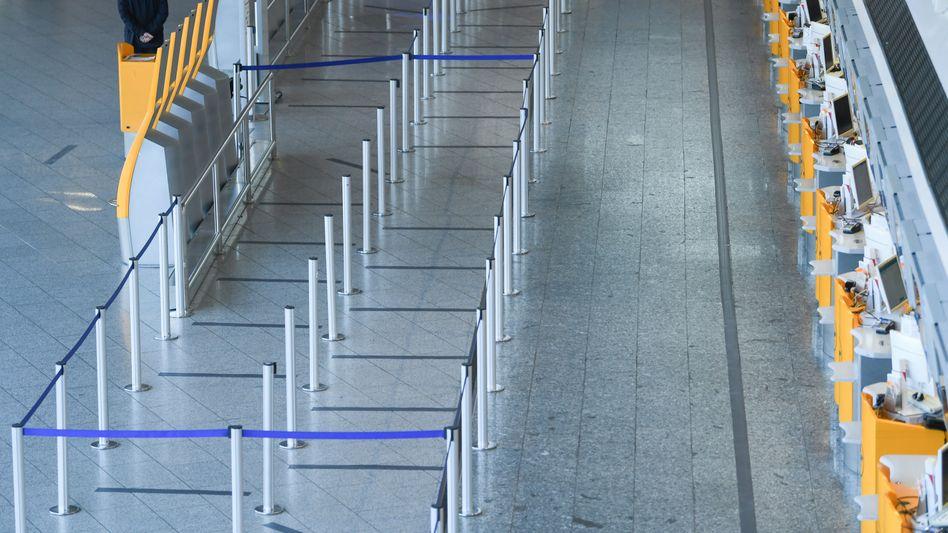 Flughafen Frankfurt: Stefan Schulte, Vorstandschef des Flughafenbetreibers Fraport, rechnet erst 2023 wieder mit einer Normalisierung des Passagieraufkommens - dann allerdings auf niedrigerem Niveau.