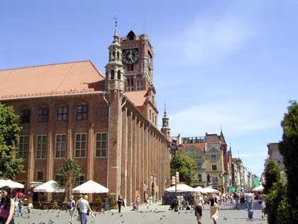 Im Zentrum der alten Handelsmetropole: Der Marktplatz der Altstadt ist für Touristen nicht zu verfehlen und ein guter Ausgangspunkt für Unternehmungen