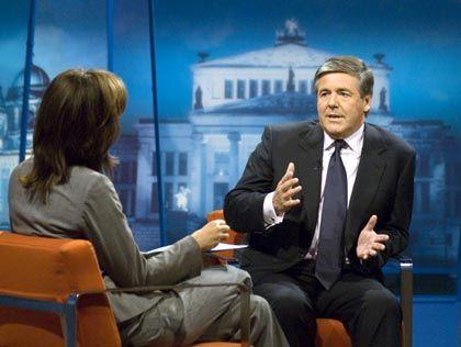 """Gesteht """"Fehler"""" ein: Josef Ackermann, Chef der Deutschen Bank, im Gespräch mit ZDF-Moderatorin Maybrit Illner"""