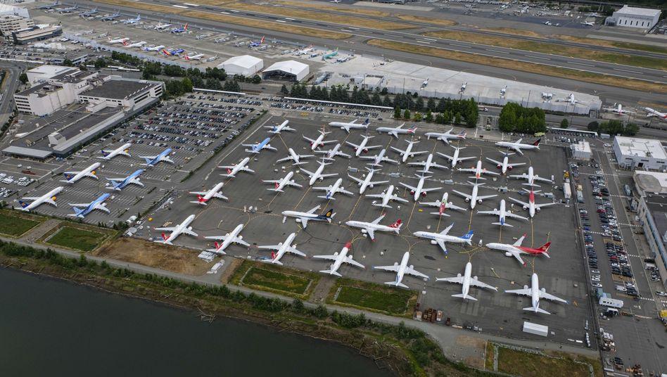 Am Boden: Noch immer dürfen 737-Max-Maschinen von Boeing nicht am Flugverkehr teilnehmen - jetzt interessiert sich auch die US-Börsenaufsicht für den Fall.