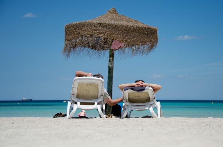Urlauber am Strand auf Mallorca: Wer viel leistet, muss die Batterien aufladen