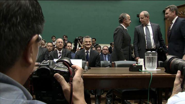 Körpersprache: Wie der US-Chef von VW sich vor dem Kongressausschuss zeigte