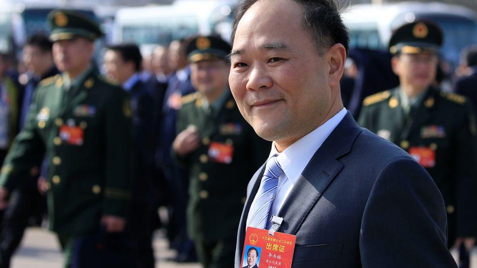 Denkt gerne etwas größer: Geely-Chef Li Shufu wird ab 2024 gemeinsam mit Daimler Benzinmotoren bauen – in Europa und China