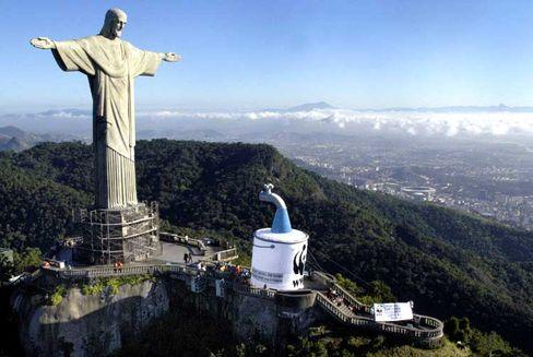Jesusstatue über Rio: Starker Glaube, aber auch wirtschaftlicher Aufschwung prägen Brasilien
