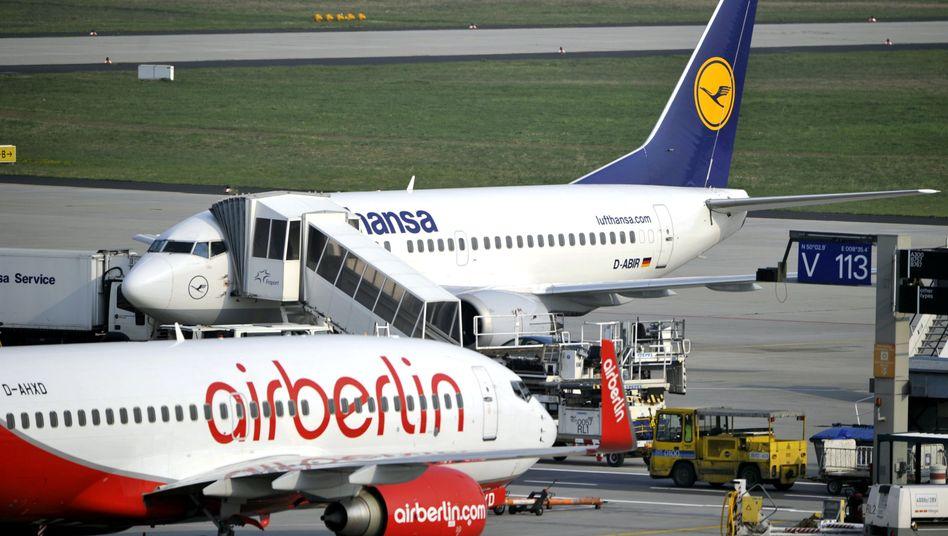 Konkurrenzkampf in der Hauptstadt: Lufthansa will dem lokalen Platzhirschen Air Berlin mit einem neuen Flugangebot Marktanteile abjagen. Die Präsenz soll stark ausgeweitet werden