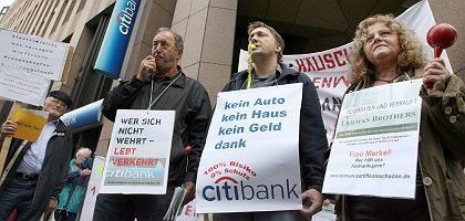 Beratungsopfer: Viele Verbraucher vertrauten dem Rat ihrer Bank und verloren mit Lehman-Zertfikaten viel Geld