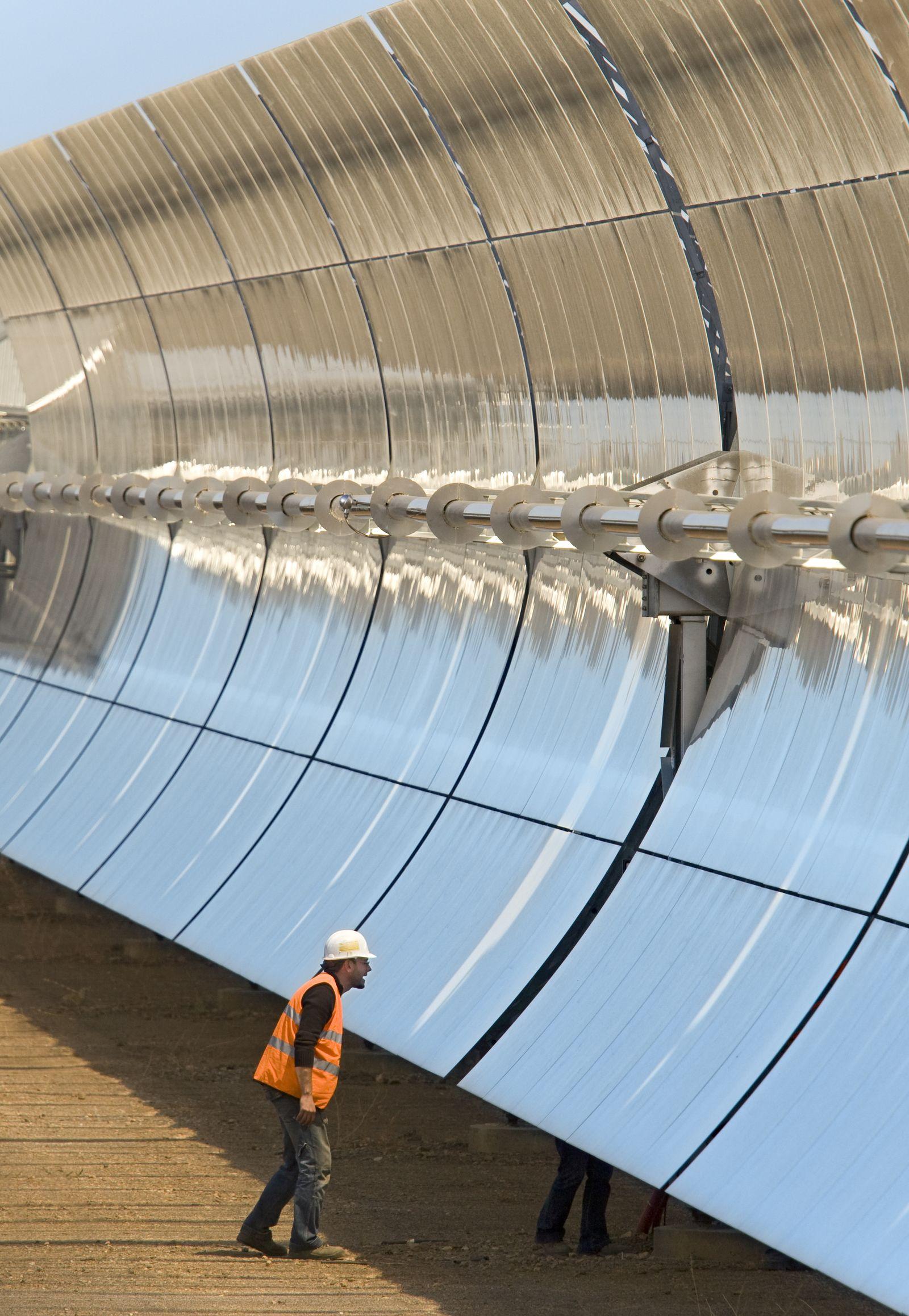 Solar Millennium AG / Spanien / Probebetrieb auf Baustelle Solarthermisches Parabolrinnenkraftwerk