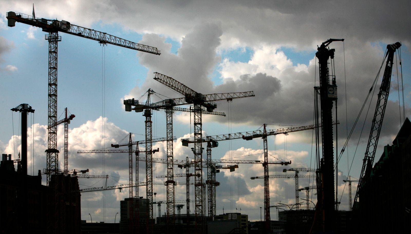 Deutschland / Konjunktur / Baustelle / Baukräne /Dunkle Wolken / IFO