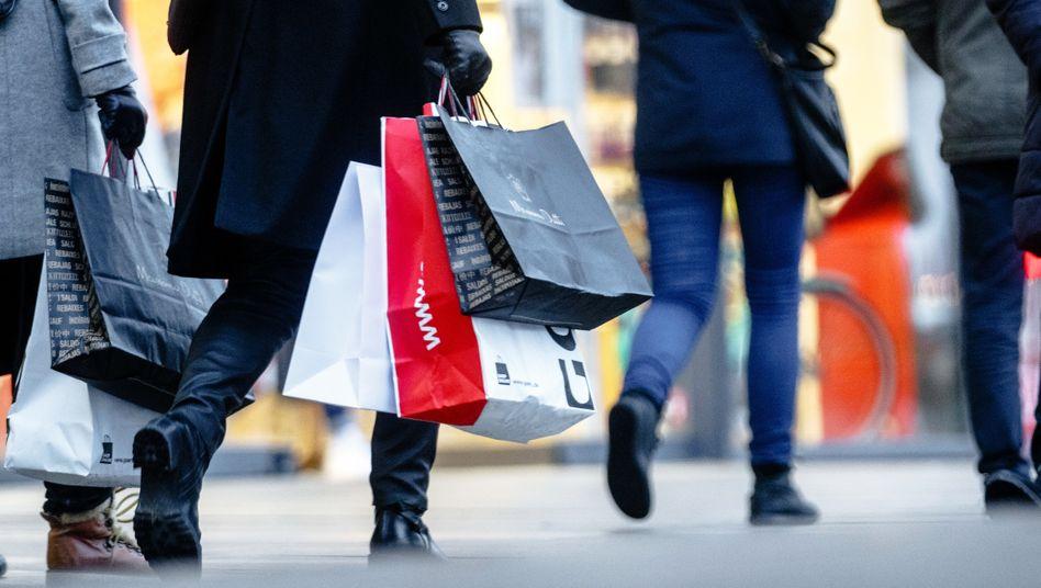 Einkaufsmeile: Die Einkommenserwartung ist gesunken, das dämpft das Konsumklima