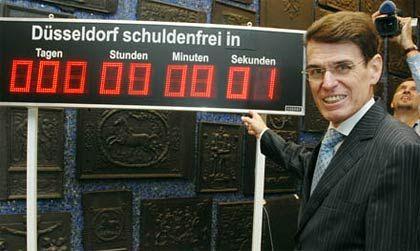 Neue Zeitrechnung: Düsseldorfs Oberbürgermeister Joachim Erwin zählt die Sekunden, bis seine Stadt schuldenfrei ist