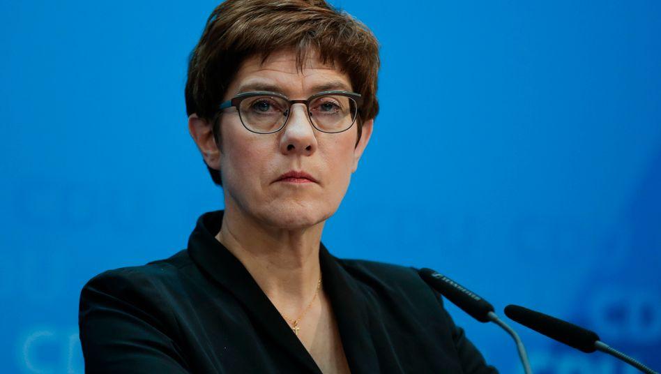 Annegret Kramp-Karrenbauer: Rücktritt: als CDU-Parteichefin angekündigt
