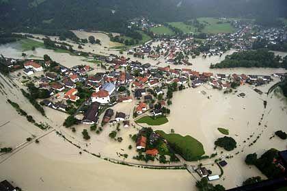 """Hochwasser im bayerischen Eschenlohe: """"Sammeln noch Informationen"""""""
