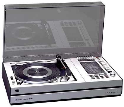 1972: Die Kompaktanlage Studio 2000 Hi-Fi 4D-Stereo erscheint in einer Slimline-Optik.