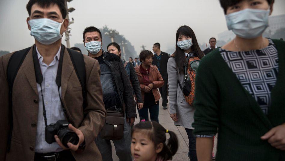 Das Ziel ist klar: Die Staatsregierung in Peking muss den Dauer-Smog in Chinas Metropolen bekämpfen. Jetzt sollen die Autobauer doch schneller als gedacht ihre Elektroautoquote hochfahren. Doch die werden sie so schnell wie im Gesetzentwurf vorgesehen wohl nicht erreichen