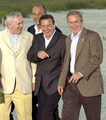 George W. Bush (r.) auf dem G8-Gipfel: Edel-Schneider Angeloni läßt kein gutes Haar an ihm