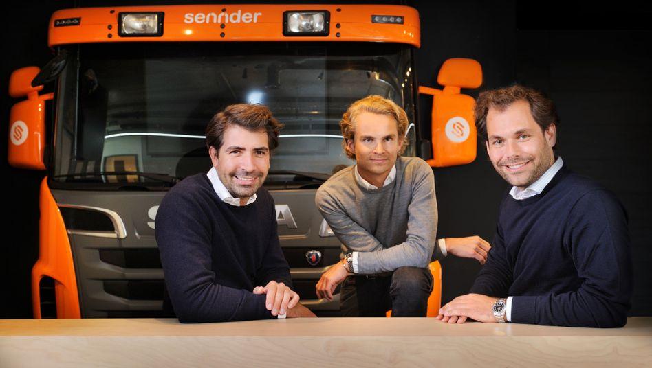 Wir wollen ihre Spedition kaufen: Die Sennder-Gründer Julius Köhler, Nicolaus Schefenacker und David Nothacker posieren im typischen BWLer Look