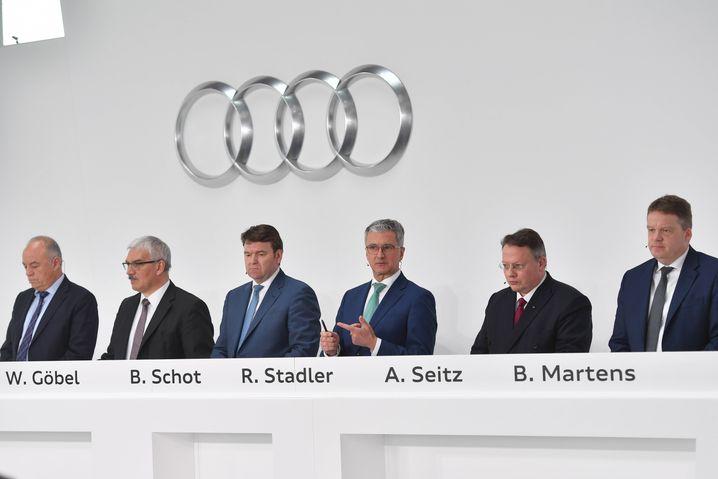 Audi-Vertriebsvorstand Bram Schot (links) wird den inhaftierten Rupert Stadler an der Audi-Spitze vorübergehend ersetzen, teilte die Aufsichtsräte von Volkswagen und Audi am Dienstag mit