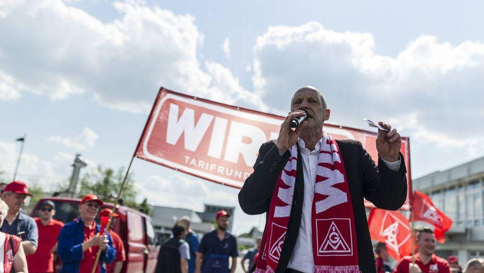 Kampferprobt: IG-Metall-Vorstand und Osram-Aufsichtsrat Klaus Abel bei einer Kundgebung (Bild Archiv)