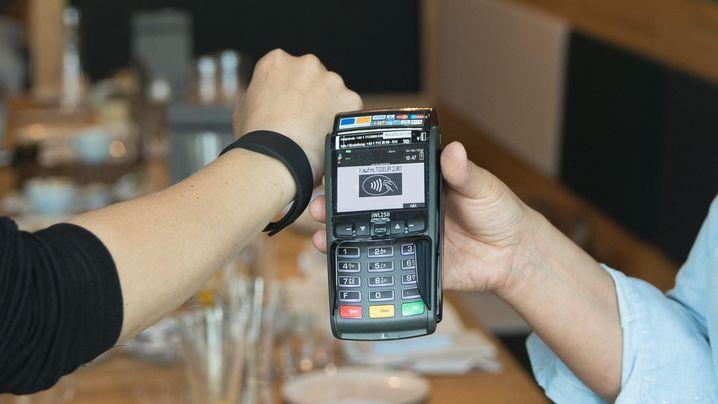 Bezahlen mit Ring, Armband oder Uhr: Wie Wearable Banking schon heute geht