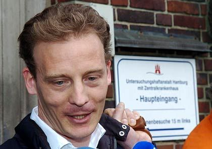 Aus der U-Haft entlassen, dann nach Hause: Falk gibt ein Statement ab