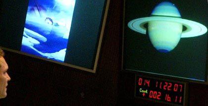 Kontrollmonitor: Eintritt in die Atmosphäre des Saturn-Mondes Titan geglückt